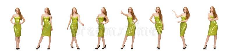 Красная девушка волос в сверкная зеленом платье изолированном на белизне стоковые изображения rf