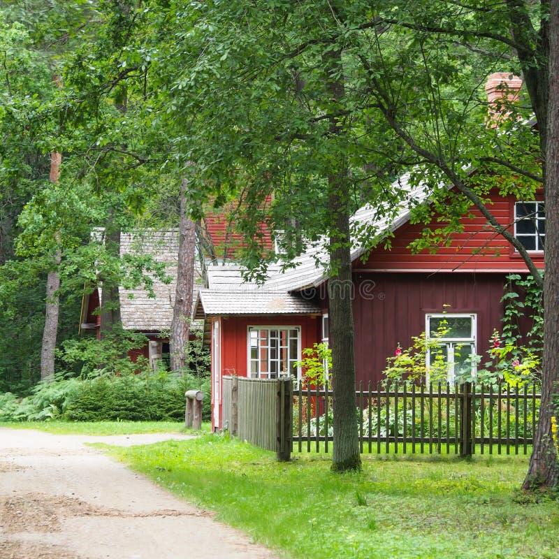 Красная дом в пуще стоковая фотография rf