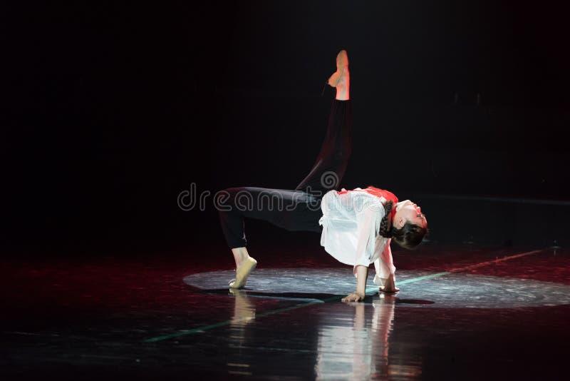 Красная драма танца шарфа 18-Lilac стоковое изображение