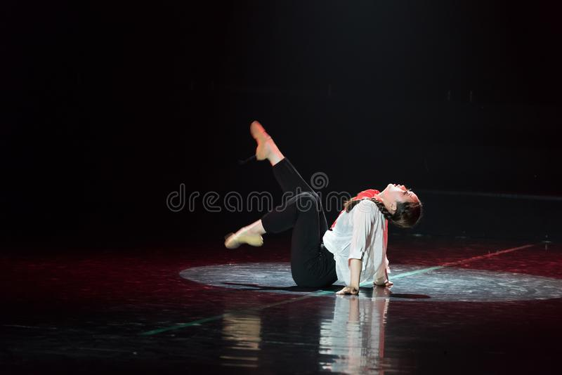 Красная драма танца шарфа 19-Lilac стоковые фото