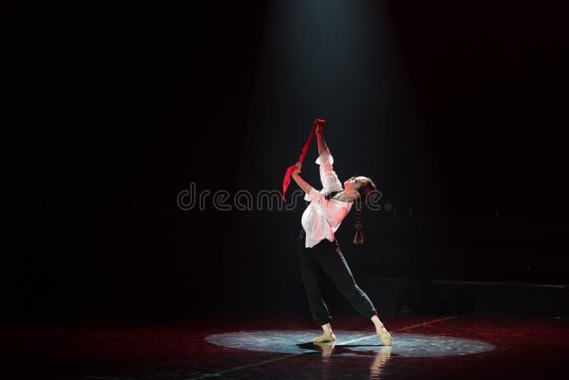 Красная драма танца шарфа 23-Lilac стоковая фотография