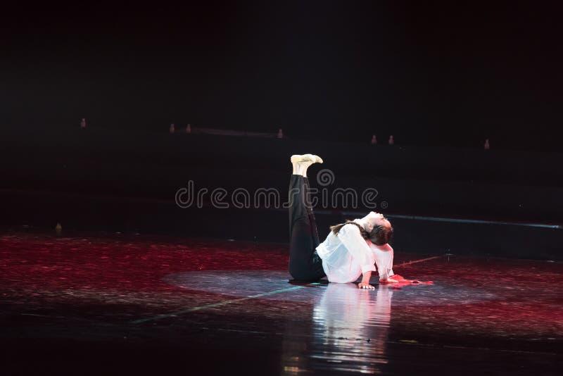 Красная драма танца шарфа 33-Lilac стоковая фотография