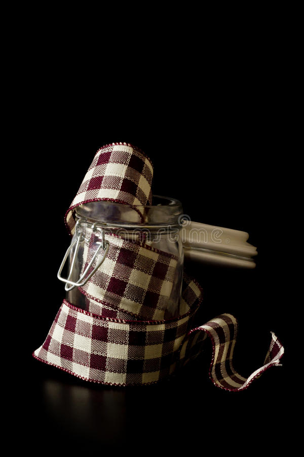 Красная лента шотландки в опарнике стоковая фотография
