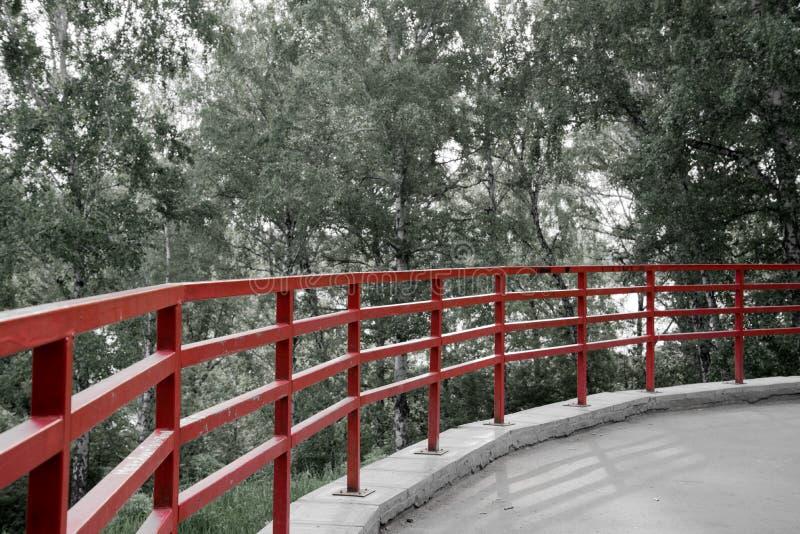 Красная загородка на парке стоковая фотография rf