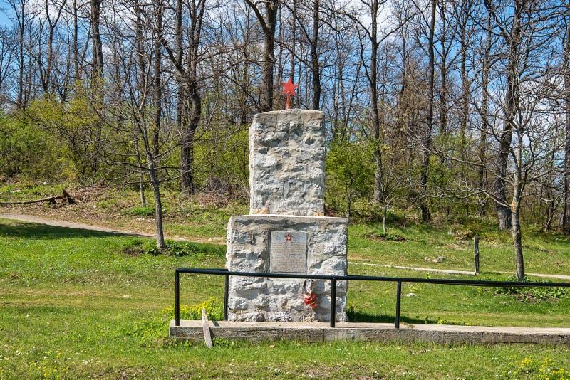 Красная звезда на мемориале Могила солдат от Второй Мировой Войны в Сербии стоковое фото