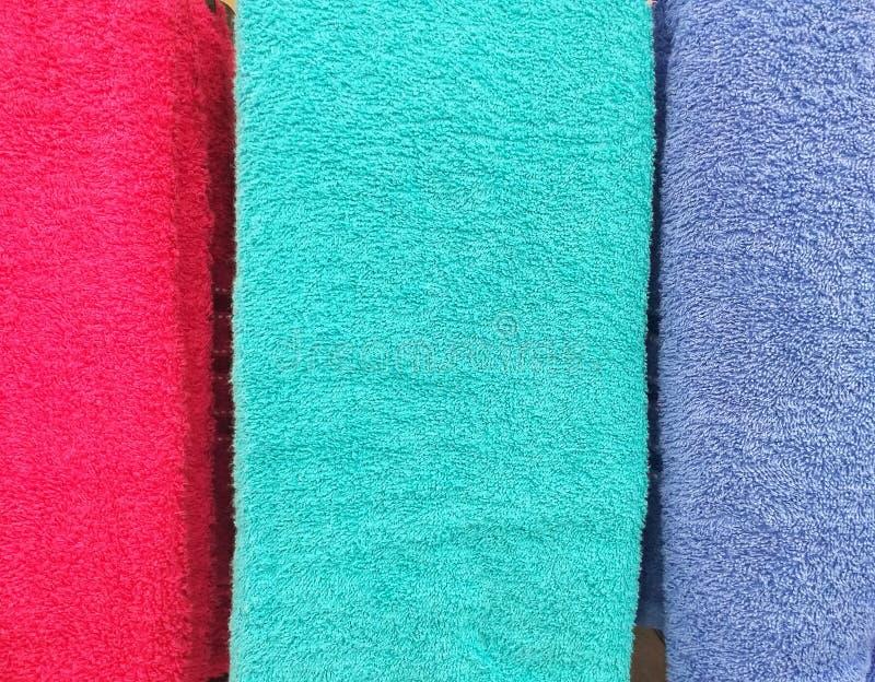 Красная и голубая предпосылка ткани полотенца цвета стоковое изображение