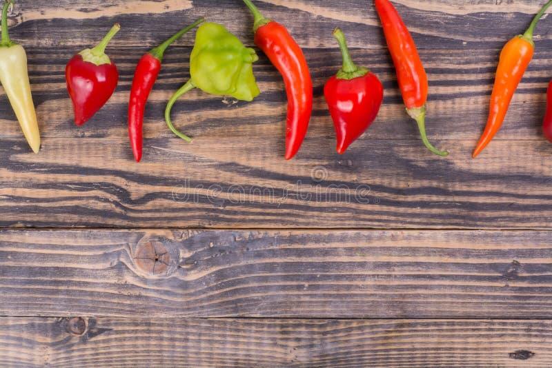 Красная и зеленая предпосылка перца chili стоковая фотография rf