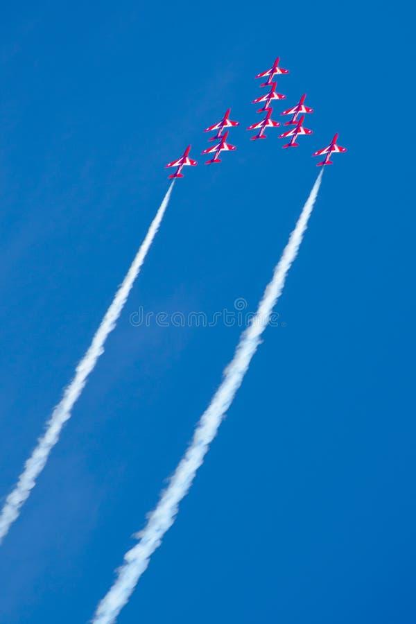 Красная команда демонстрации высшего пилотажа RAF стрелок стоковое изображение