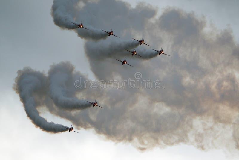 Красная команда дисплея RAF стрелок в действии стоковые фотографии rf