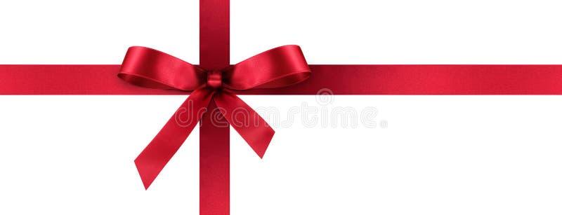 Красная лента подарка сатинировки с декоративным смычком - знаменем панорамы стоковое фото rf