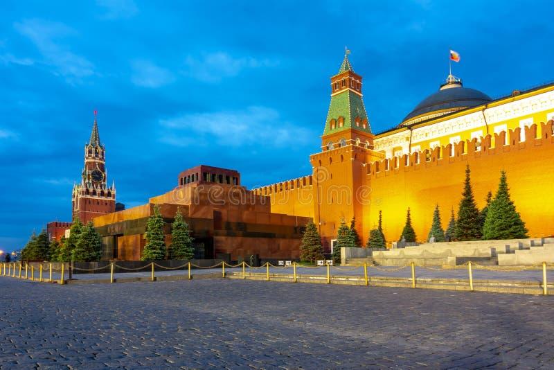 Красная площадь с башней Spasskaya дворца Москвы Кремля, мавзолея Ленин и сената, России стоковые изображения