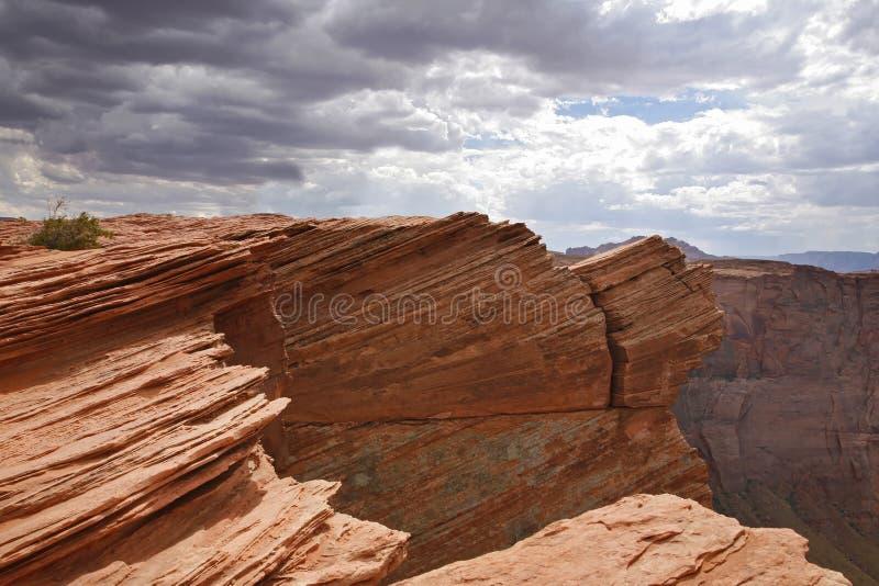 Красная пустыня и пасмурное небо, страница - Аризона стоковая фотография