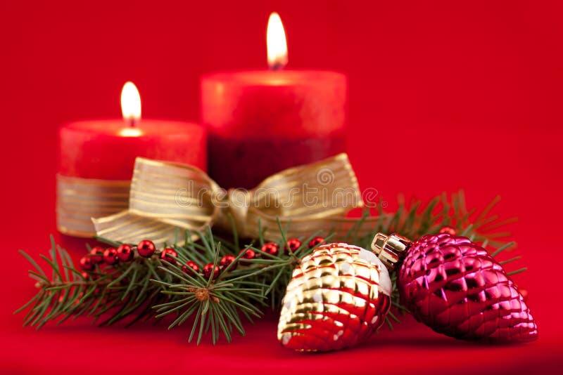 Красная свеча с деревом xmas стоковая фотография