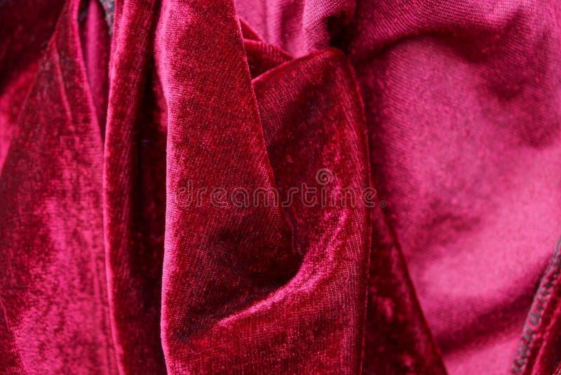 Красная текстура ткани от скомканной одежды шелка стоковое фото rf