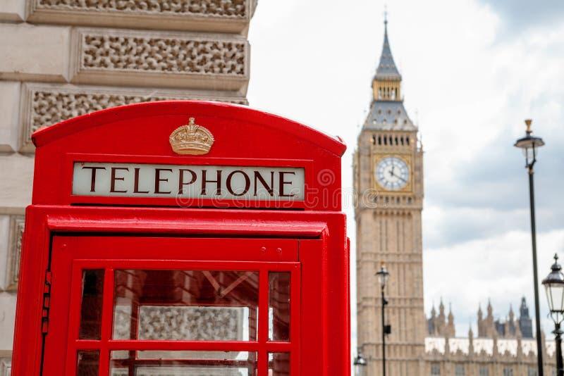 Красная телефонная будка. Лондон, Великобритания стоковая фотография