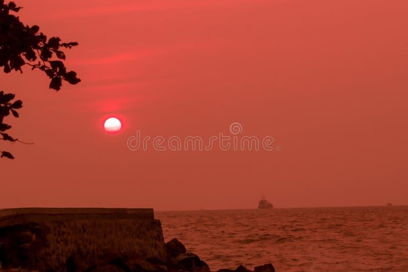 Краснея солнце стоковые фото
