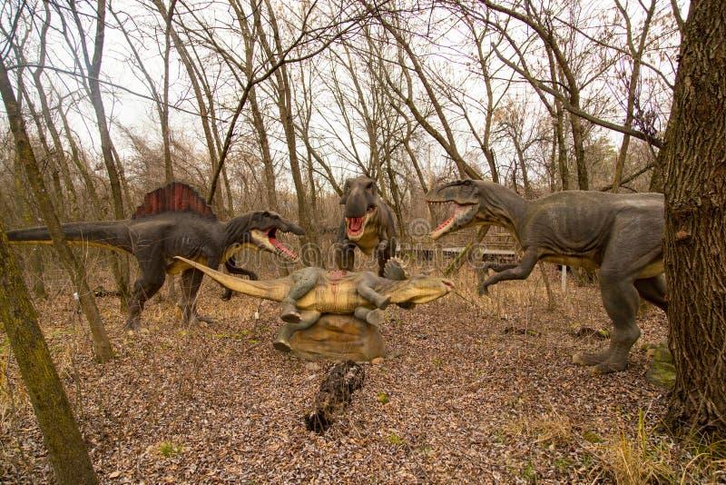 Краснодар, Российская Федерация 5-ое января 2018: Модель динозавра в парке сафари города Краснодара стоковые фотографии rf