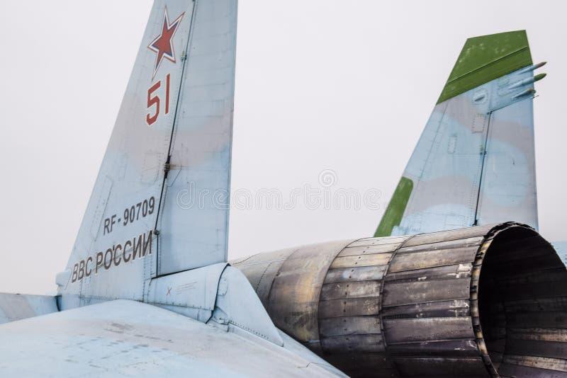 Краснодар, Россия - 23-ье февраля 2017: Задняя часть бойца Su-35 Щитки управления рулем Сопло реактивного двигателя янтарные wi стоковое фото