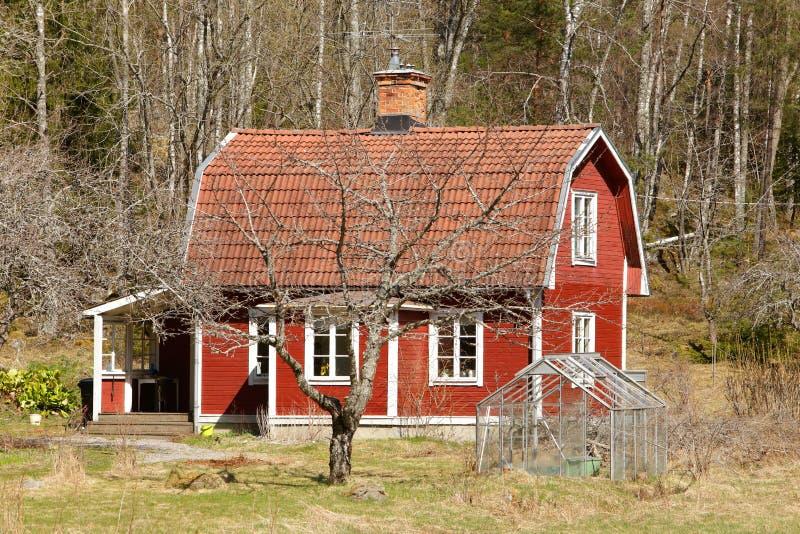 Красное жилище стоковые фотографии rf