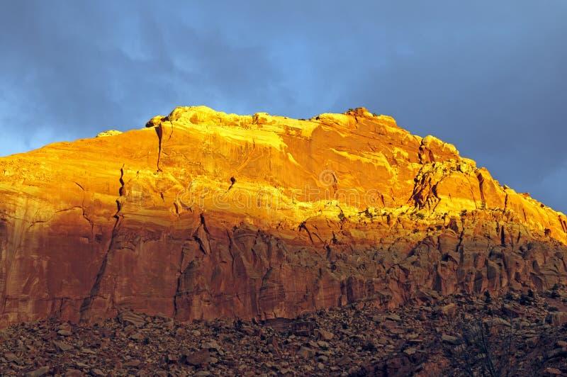 Красное зарево на стене каньона стоковое изображение rf
