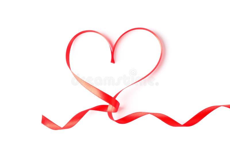 Красное изолированное сердце ленты стоковые фотографии rf