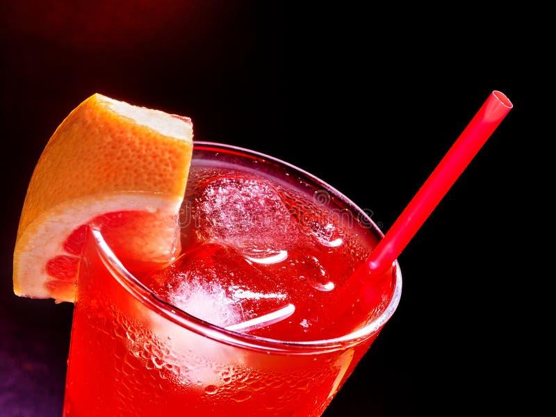 Красное питье с вишней и ананасом стоковая фотография