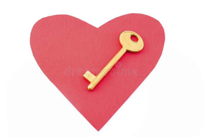 Красное сердце и золотой ключ стоковое фото