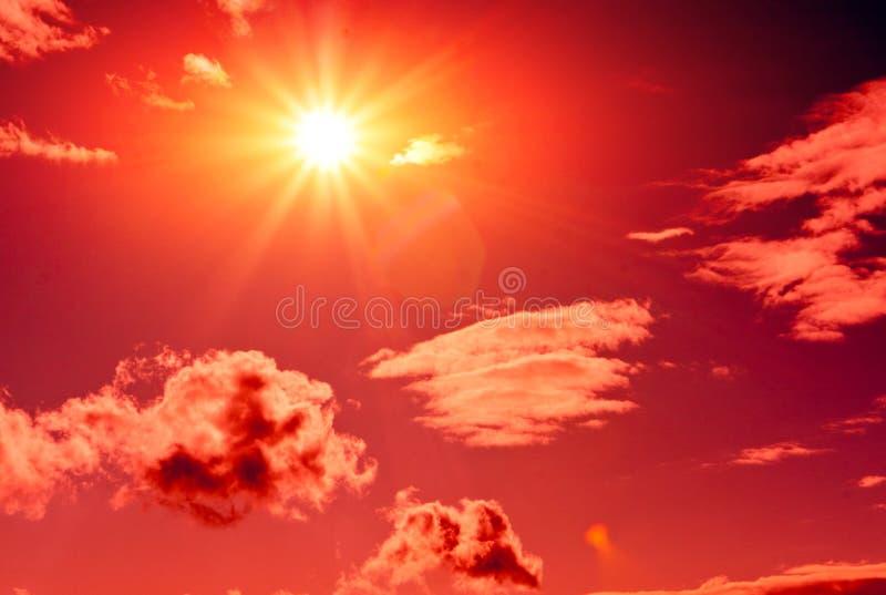 красное солнце неба стоковое фото rf