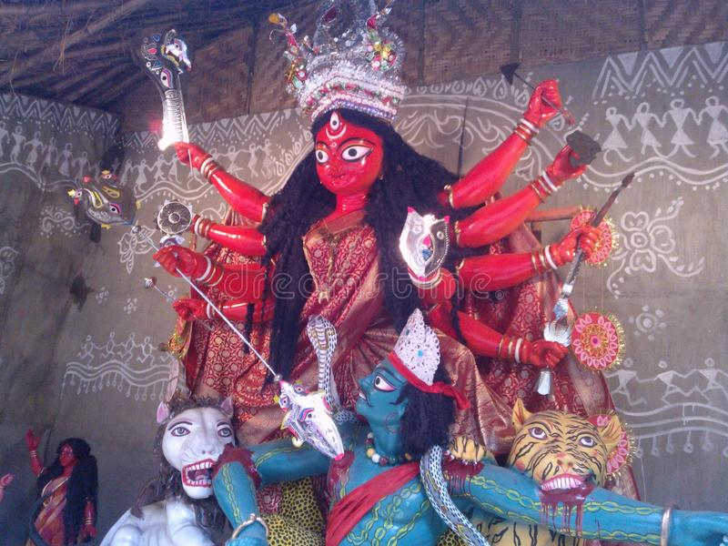 Красное durga maa в деревне стоковая фотография rf