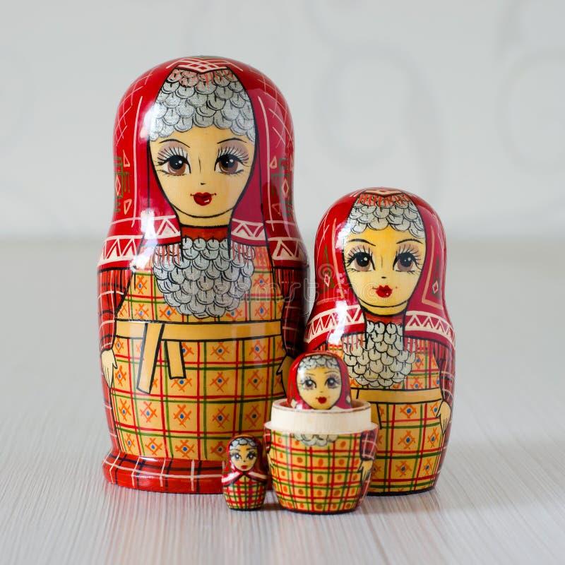 Красное matryoshka 5 o стоковые изображения rf