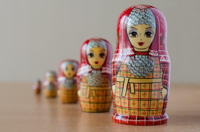 Красное matryoshka o : стоковая фотография