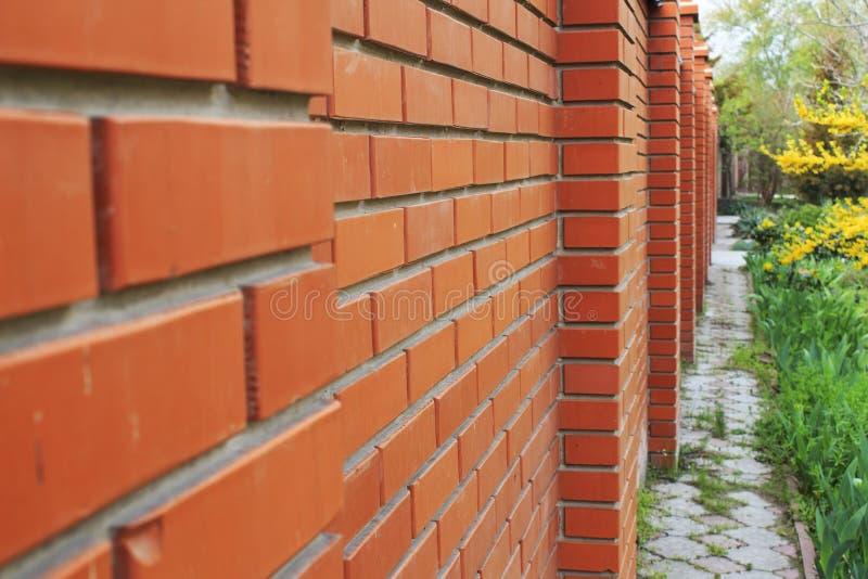 Красной, коричневой предпосылка текстурированная кирпичной стеной стоковое изображение