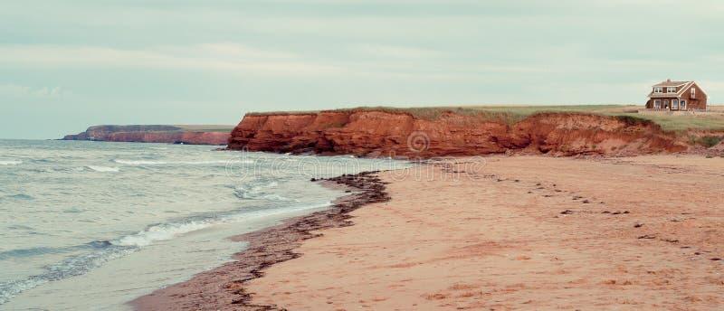 Красные берега песка Prince Edward Island стоковые изображения