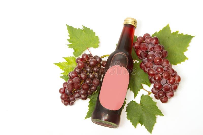 Красные бокал и бутылка вина стоковое изображение rf