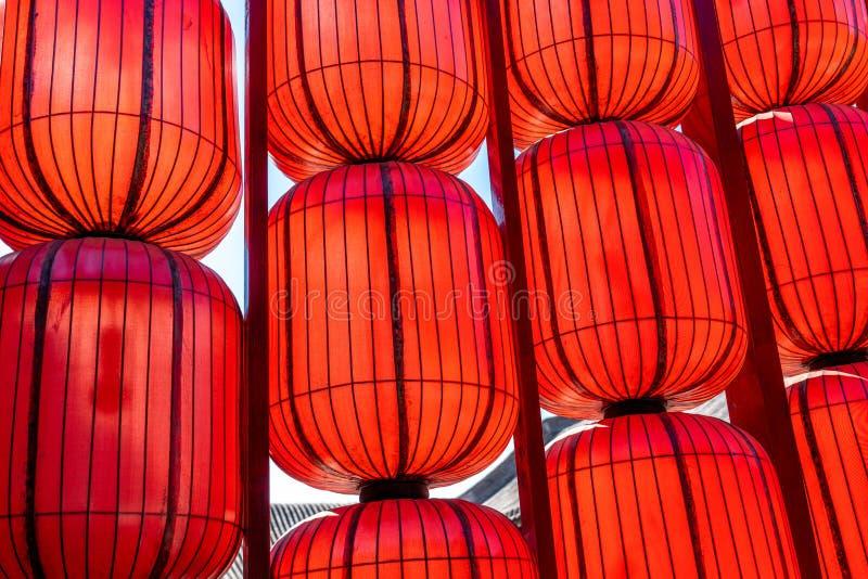 Красные бумажные фонарики от Китая в прошлом стоковое изображение rf