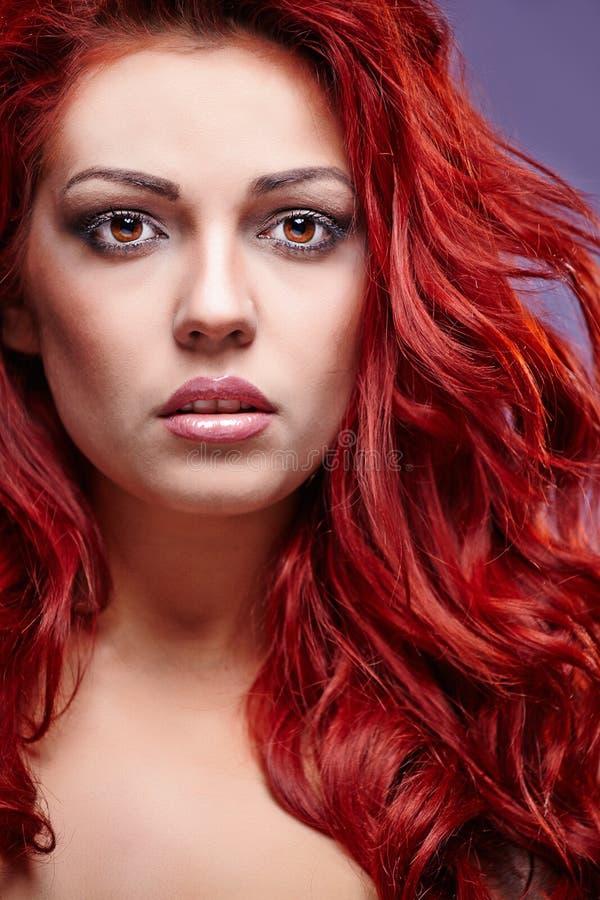 Красные волосы Портрет womanl моды стоковые фотографии rf
