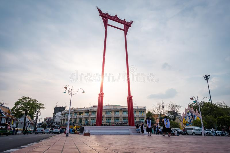 Красные гигантское качание или Sao Chingcha, красивый ориентир города Бангкока стоковые фотографии rf