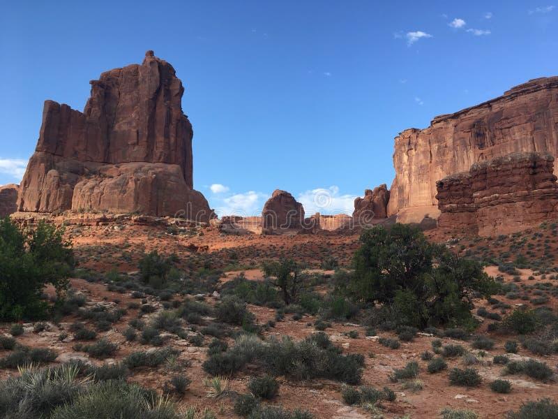 Красные горные породы в национальном парке сводов стоковые фото