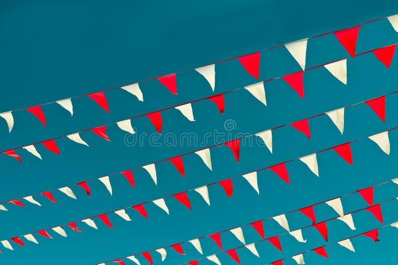 Красные и белые флаги вымпела стоковые изображения rf
