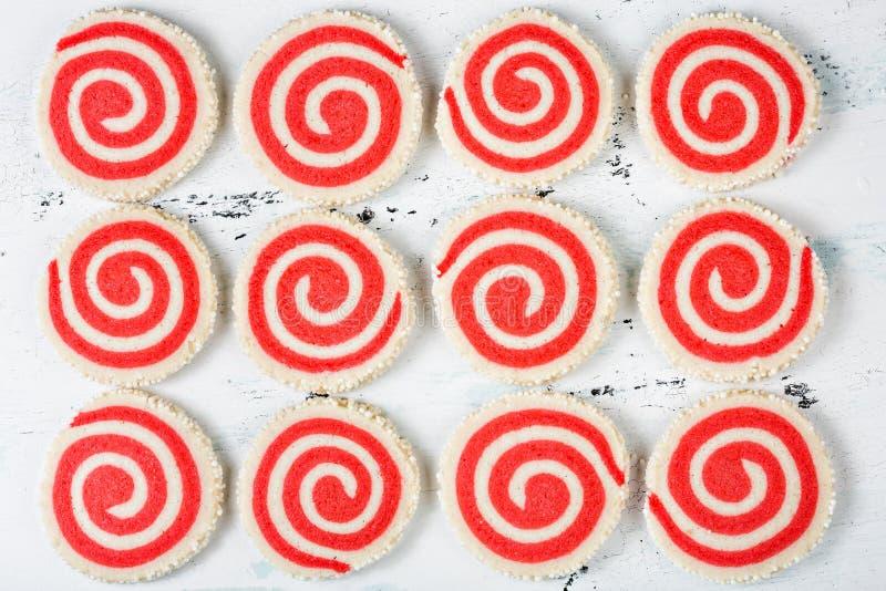 Красные и белые печенья Pinwheel стоковые фотографии rf