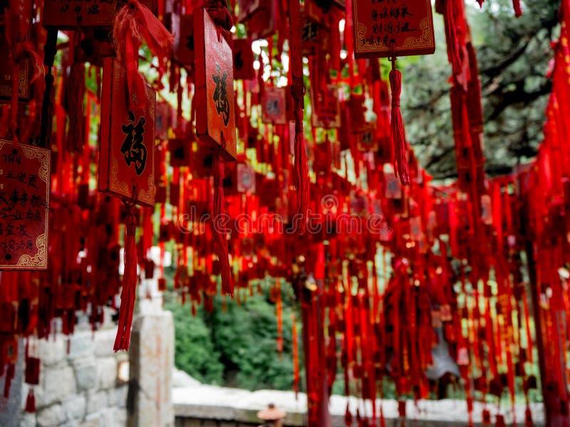 Красные китайские ленты Taoist стоковые изображения rf