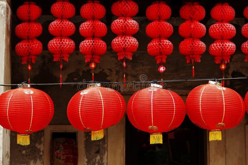 Красные китайские фонарики вися стиль стоковое фото