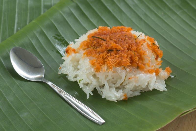 Красные креветка и кокос клока на липком рисе стоковые фото
