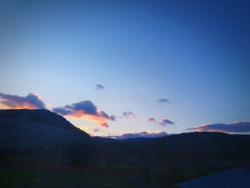 Красные облака выравнивают заход солнца стоковая фотография rf