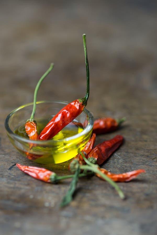 Красные перцы с оливковым маслом стоковые изображения rf