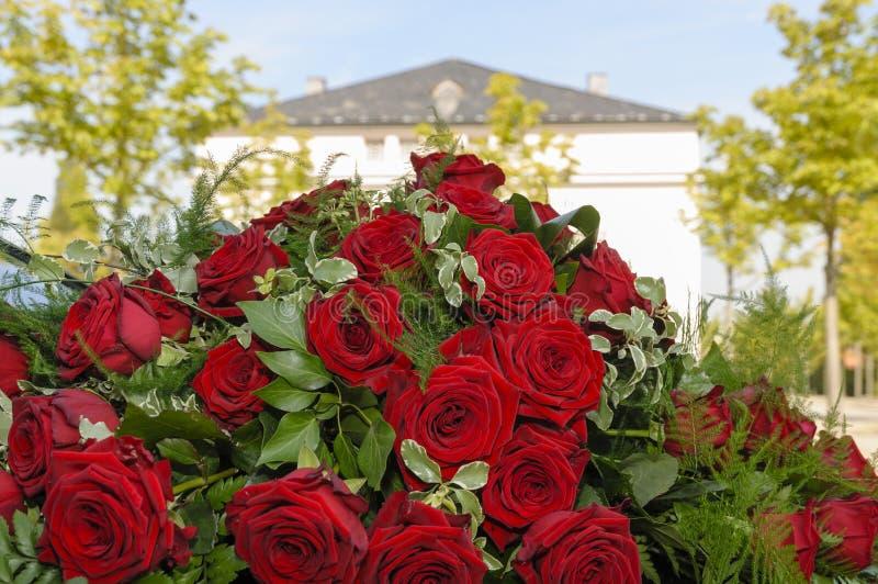 Download Красные розы свадьбы стоковое фото. изображение насчитывающей живо - 33726572