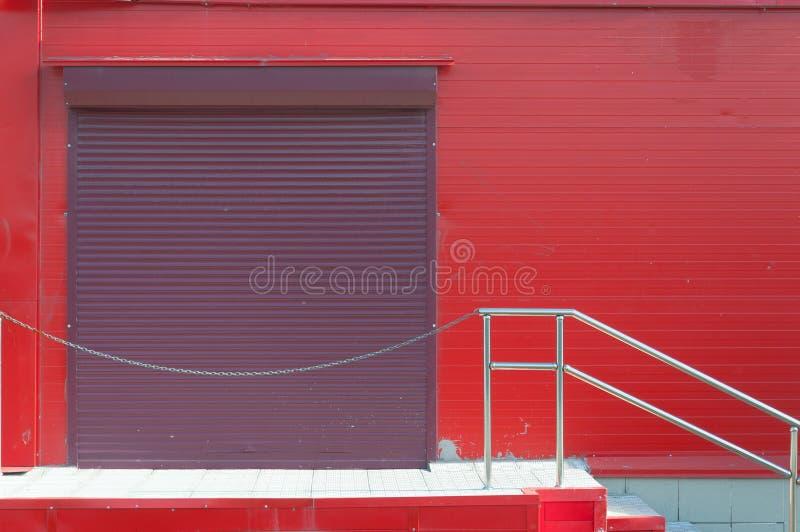 Красные стены большого рынка, задней двери стоковое фото rf