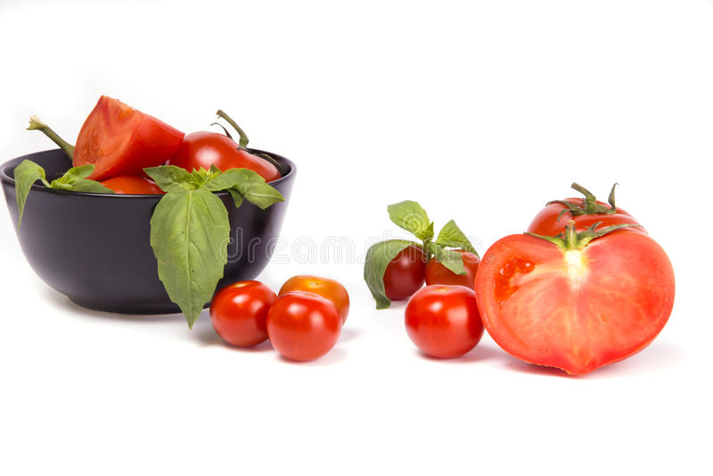 Красные томаты на белой изолированной предпосылке, стоковая фотография rf