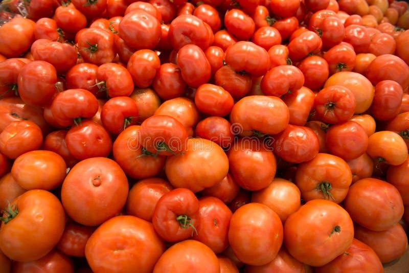 Download Красные томаты на супермаркете Стоковое Изображение - изображение насчитывающей изменение, роса: 37925971