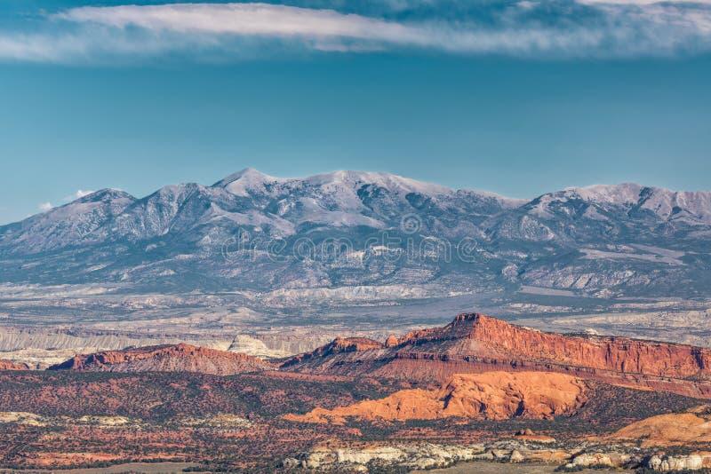 Красные утес и горы стоковое изображение rf